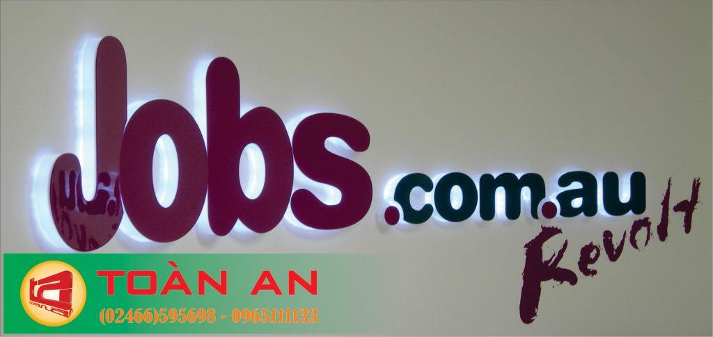 mẫu biển quảng cáo chữ nổi hắt sáng chân cách điệu