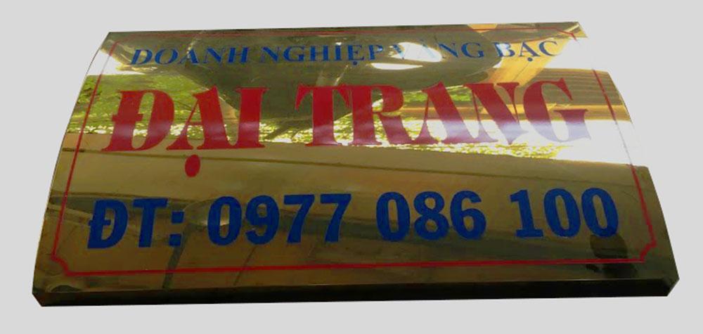 Mẫu biển công ty làm bằng inox vàng