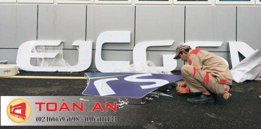 thi công lắp đặt logo công ty
